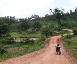 Road-trip moto au Laos, un trail épique hors des sentiers battus à  Phongsaly